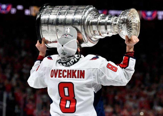 Овечкин выиграл Кубок Стэнли в нагруднике с эмблемой «Локомотива»