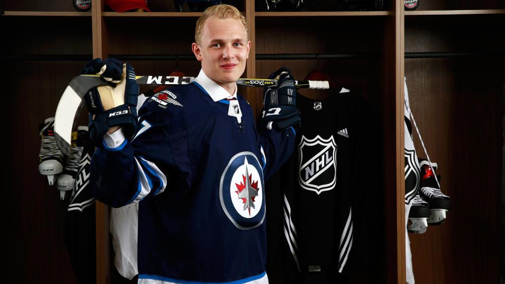 Форвард из НХЛ Весалайнен дебютирует в составе