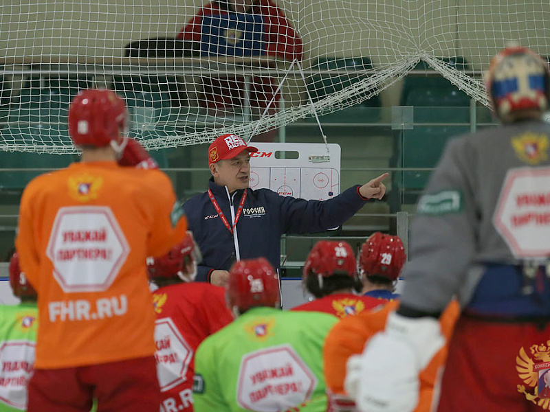Молодежная сборная приступила к тренировкам в Канаде